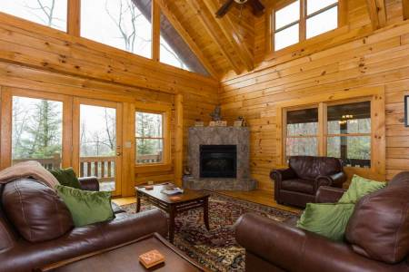 Log Home Living in Kitty's Cabin