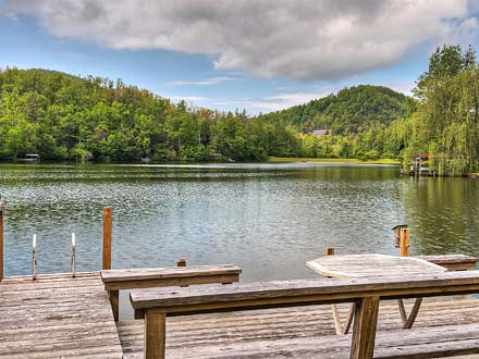 Rent Greybeard Rentalsu0027 Mountain Lake Lodge For Your Familyu0027s Asheville Summer  Camp Experience
